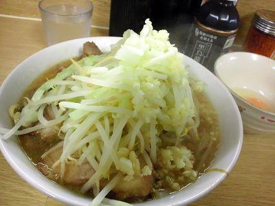 ラーメン二郎 栃木街道店:小ラーメン豚入り(麺かため)・ニンニク