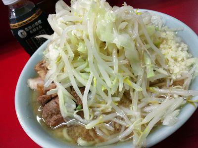 ラーメン二郎 中山駅前店:小ラーメン豚入(麺かため・ヤサイ・ニンニク)