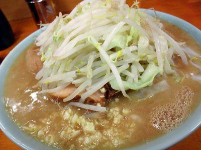 ラーメン二郎 新橋店:ブタ入り・ニンニク・ヤサイ
