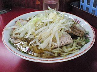 目黒店:小豚・麺固め・ヤサイ・ニンニク