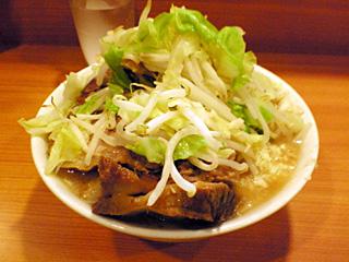 八王子野猿街道2店:小豚・麺固め・ニンニク