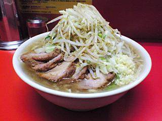 神田神保町店:小豚・麺固め・ニンニク・カラメ