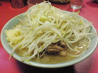ラーメン二郎 歌舞伎町店:チャーシュー・ヤサイ・ニンニク