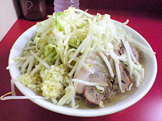 ラーメン二郎 桜台駅前店・小(麺固め)・ニンニク・カラメ・ヤサイちょい増し