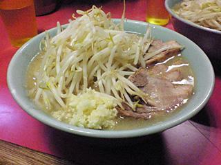ラーメン二郎 歌舞伎町店:小豚(麺固め)・ニンニク・ヤサイ