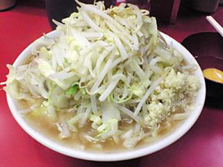 ラーメン二郎 桜台駅前店:小豚(麺固め)・ニンニク・ヤサイ・カラメ with 生卵