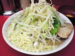 ラーメン二郎 桜台駅前店:小豚(麺固め)・ニンニク多め・ヤサイ・カラメ&生卵