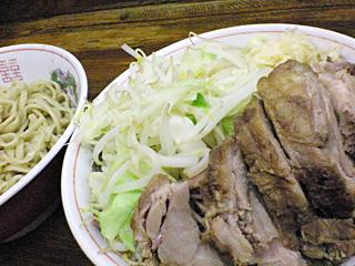 ラーメン二郎 新小金井街道店:小つけ麺豚入り・ヤサイ・ニンニク