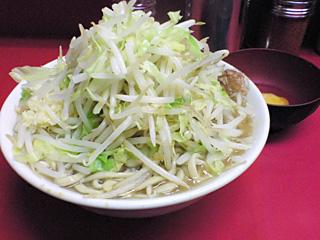ラーメン二郎 桜台駅前店:ラーメン豚入り(麺かため)・ニンニク・ヤサイ・カラメ+生卵