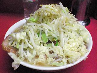 ラーメン二郎 桜台駅前店:ラーメン豚入り(麺かため)・ニンニク・ヤサイ・カラメ with 生卵