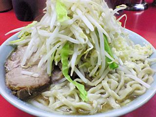 ラーメン二郎 桜台駅前店:小豚入り(麺かため)・ニンニク・ヤサイ・カラメ